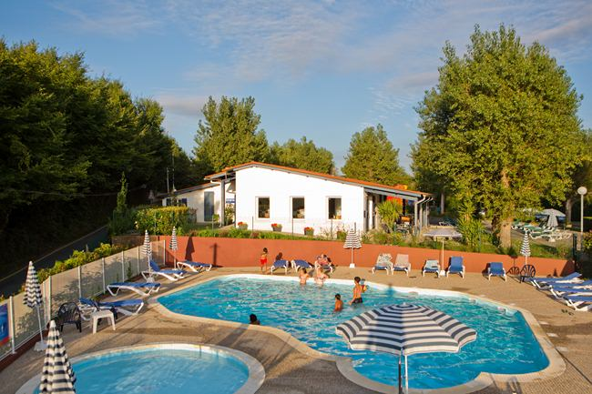 Galeries photos et vid os du camping hendaye seres pays basque for Piscine hendaye