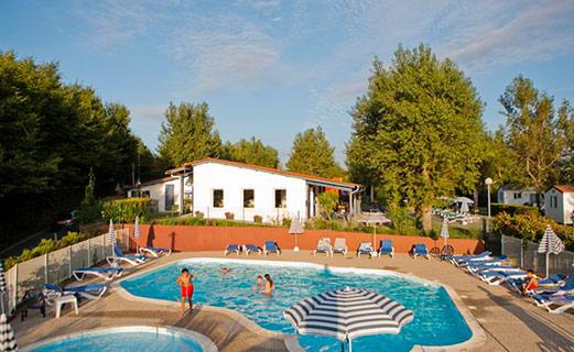camping-bord-de-mer-avec-piscine