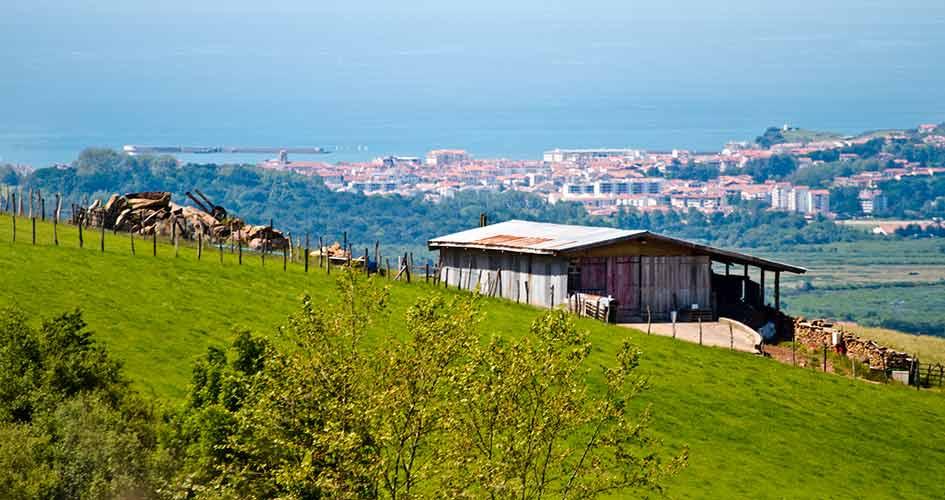 visiter le pays basque depuis le camping